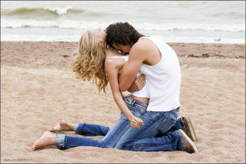 Любовь - самая сильная из страстей - она одновременно завладевает головой, сердцем и телом