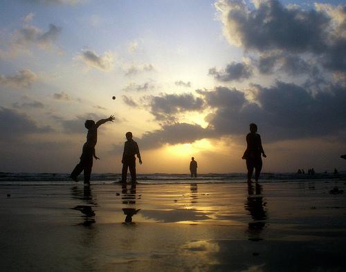 У каждого человека в жизни всего две задачи: во-первых, добиться того, что хочется, и, во-вторых, получить от этого удовольствие. Вторая задача по плечу лишь мудрейшим.