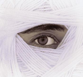 Жизнь - это заглядывание в разные зеркала в поисках собственного лица